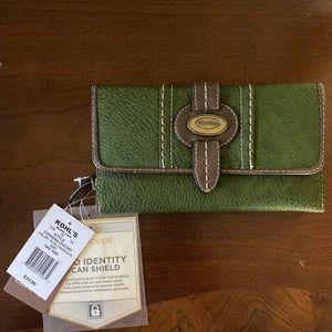🎄NWT! Concept Prescott Two-Tone Wallet